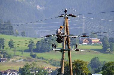 En elektriker og hans arbejde med en lærling
